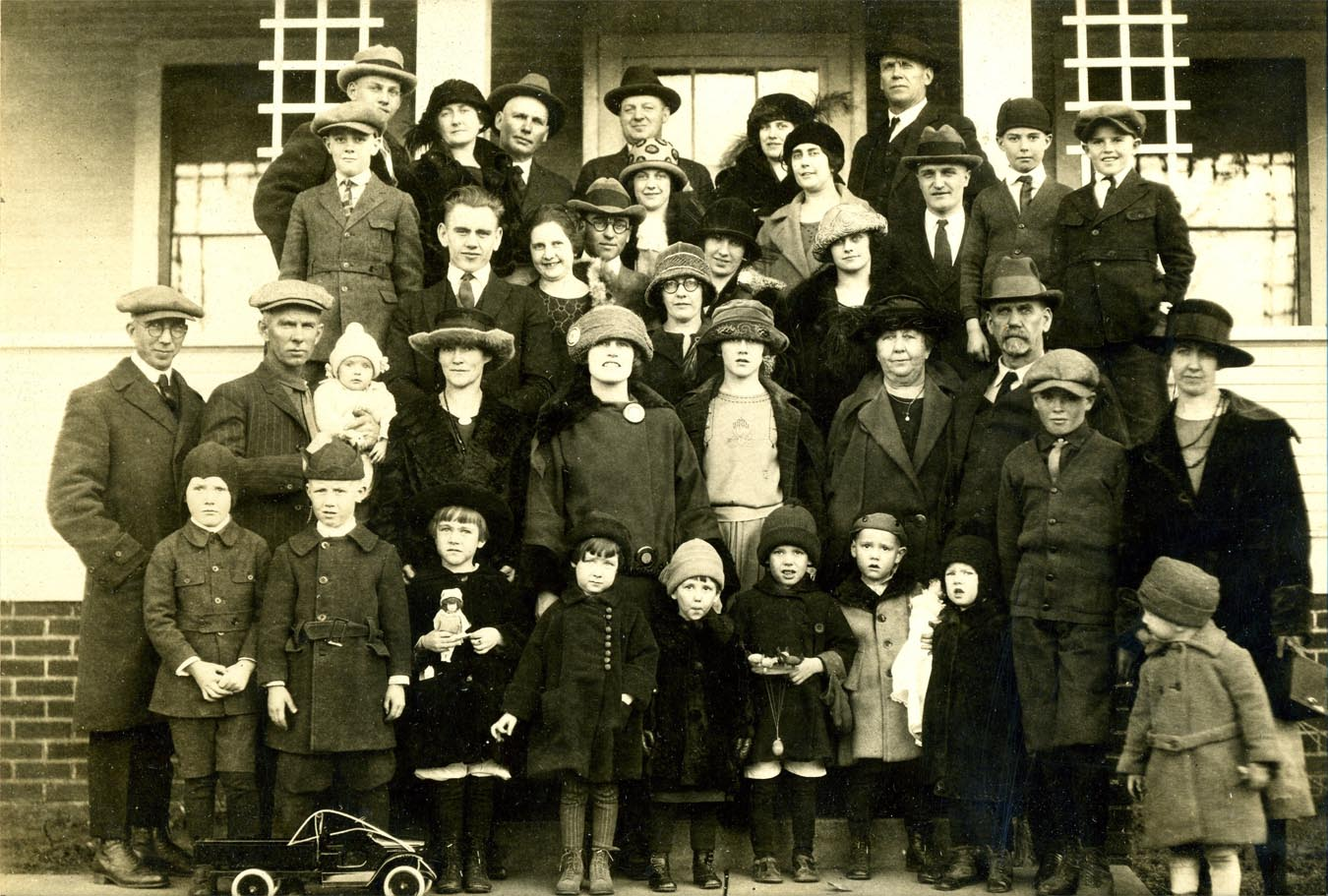 Lyon extended family (March 1927)